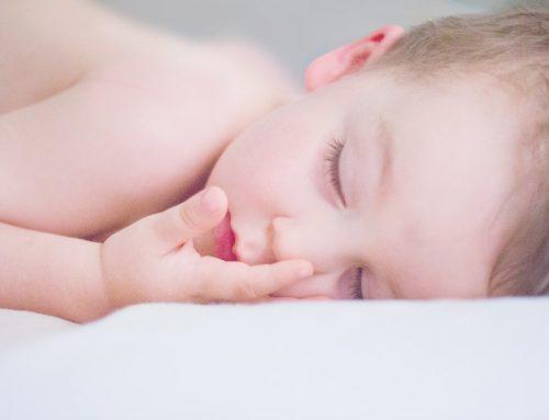 Cos'è il rumore bianco e come può aiutare il tuo bambino a dormire